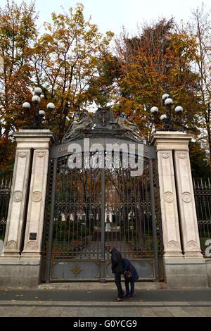 Entrance gate of Cuartel General del Ejercito / Palacio de Buenavista, Madrid, Spain - Stock Photo