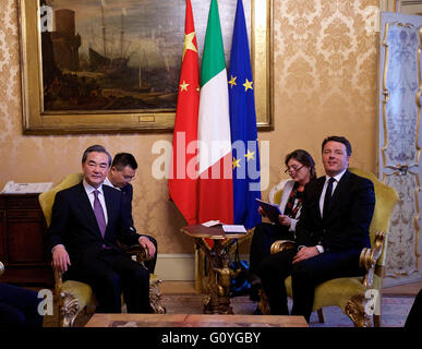 Rome. 5th May, 2016. Italian Prime Minister Matteo Renzi (1st R) meets with visiting Chinese Foreign Minister Wang - Stock Photo