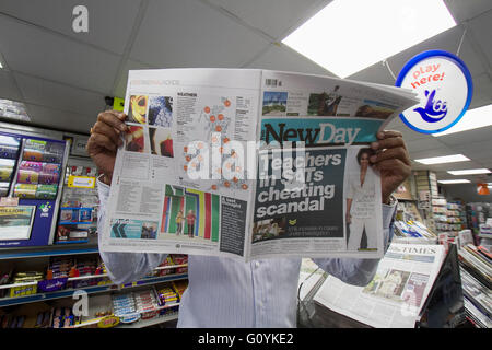 London, UK. 06th May, 2016. A Wimbledon newsagent holds the last print edition of New Day newspaper which goes out - Stock Photo