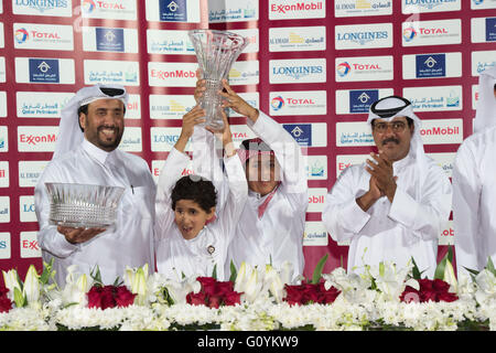 Qatar Racing & Equestrian Club, Doha.  Qatar 5th May 2016.  The trophies are awarded after  race 7, the Club Breeders - Stock Photo