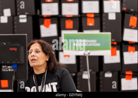 London, UK.  6 May 2016.  An adjudicator monitors the results of counting. Votes for the London Mayoral elections - Stock Photo