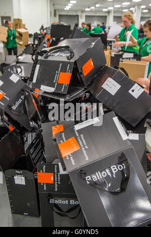 London, UK. 6th May, 2016. Cardboard ballot boxes pile up afyter being emptied of ballot papers - The counts for - Stock Photo