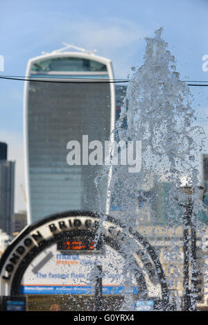 London, UK. 6th May 2016. Sunny and warm in London Credit:  Matthew Chattle/Alamy Live News - Stock Photo