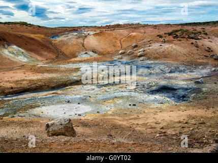 Reykjanes Peninsula, Iceland. 5th Aug, 2015. The rugged landscape of the Krysuvik geothermal fields at Seltun on - Stock Photo