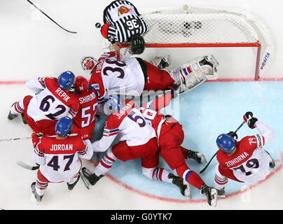 Moscow, Russia. 6th May, 2016. Czech Republic's and Russia's players in their 2016 IIHF World Championship Preliminary - Stock Photo