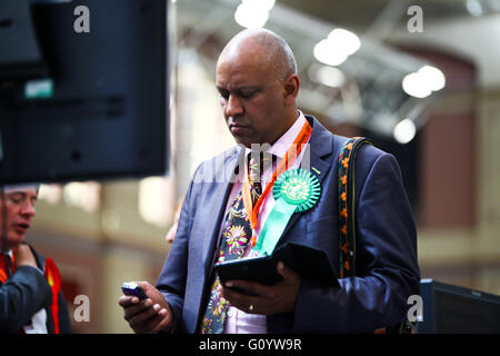 Alexandra Palace, London 6 May 2016 - The counting of the ballot papers for the Mayor of London and the London Assembly - Stock Photo