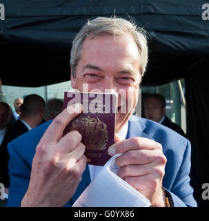 London UK. 6th May 2016 Election 2016: Nigel Farage hails UKIP's 'breakthrough Credit: Michael Tubi/Alamy Live News - Stock Photo