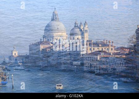 Doppelbelichtung. Der Canal Grande mit der Kirche Santa Maria della Salute, Venedig, Italien - Stock Photo