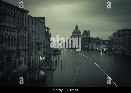 Der Canal Grande mit der Kirche Santa Maria della Salute, Venedig, Italien - Stock Photo