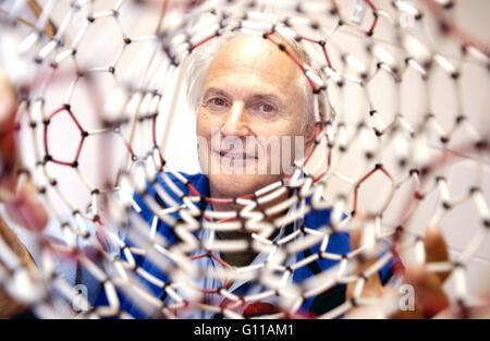 Sussex University, Brighton, England, UK. September 2004. Portrait of Sir Harry Kroto, one of the team of chemists - Stock Photo