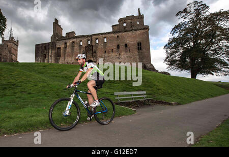Mark Beaumont cyclist at Linlithgow Palace Scotland - Stock Photo