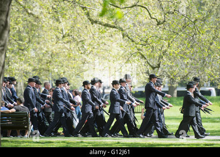 Hal0070026.DT News.Hyde park. Pic Shows The Annual parade of the Combines Cavalry Old Comrades consisting of serving - Stock Photo