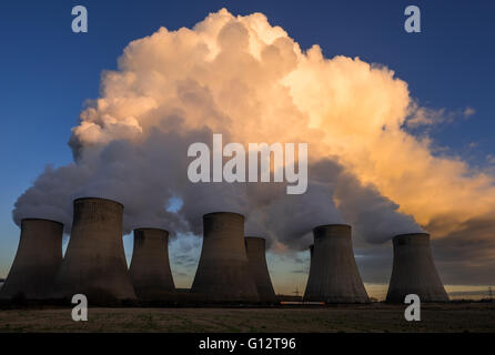 Cooling towers of Ratcliffe power station in the UK - Stock Photo