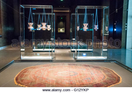 An octagonal carpet from Cairo made around 1575. Mosque lamps from the 14th Century, 3 from Egypt 1 Egypt or Syria - Stock Photo