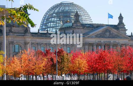 Reichstag, herbstliche Baeume, Berlin. - Stock Photo