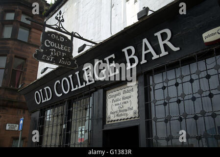 Oldest pub in Glasgow 'Old College Bar' 1515 on the old high street Glasgow, Scotland, U.K - Stock Photo