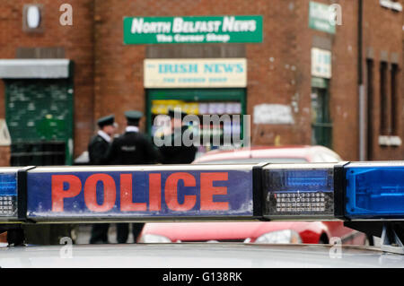 Belfast, Northern Ireland. 12 Dec 2011 - PSNI investigate a shooting incident outside a newsagent shop in North - Stock Photo