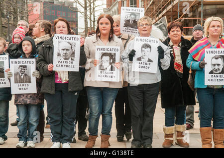 Londonderry, Northern Ireland. 30 Jan 2011 - Family members hold up pictures of their relatives killed on Bloody - Stock Photo