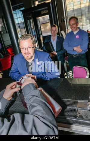 Belfast, Northern Ireland - 01 May 2011 - Comedian and actor Eddie Izzard samples the 'YES Cocktail' in Belfast's - Stock Photo