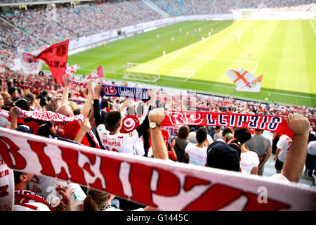 Leipzig, Germany. 08th May, 2016. Supporters cheer for their teams from the viewing stands at the German second division Bundesliga soccer match between RB Leipzig and Karlsruhe SC at the Red Bull Arena in Leipzig, Germany, 08 May 2016. Photo: JAN WOITAS/dpa (EMBARGO CONDITIONS - ATTENTION: Due to the accreditation guidelines, the DFL only permits the publication and utilisation of up to 15 pictures per match on the internet and in online media during the match.)/dpa/Alamy Live News