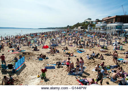 Bournemouth, Dorset, England. 8th May 2016. Sunny and hot weather attracts thousands of people to the beach in Bournemouth, - Stock Photo