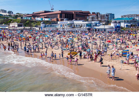 Bournemouth, Dorset, England. 8th May 2016. Bournemouth, Dorset, England. Sunny and hot weather attracts thousands - Stock Photo
