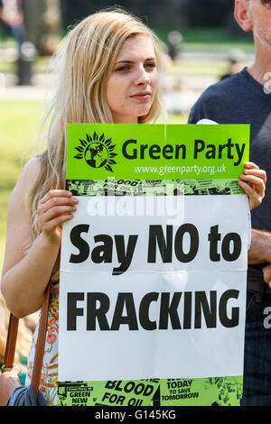 Bristol, UK, 8th May, 2016.  A protester is pictured holding a Green Party placard saying no to fracking as she - Stock Photo