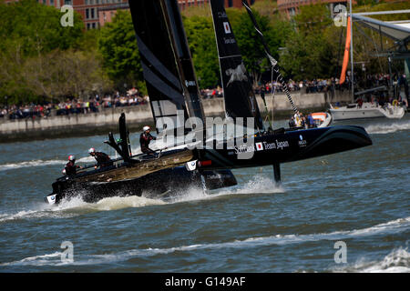 New York, USA. 8th May, 2016. The Softbank Team Japan boat maneuvering during the Louis Vuitton America's Cup event - Stock Photo