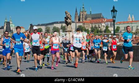 Prague, Czech Republic. 08th May, 2016. Runners cross the Charles Bridge during the Prague International Marathon, - Stock Photo