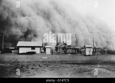 Huge dust storm hits Kansas during the Dust Bowl, an agricultural, ecological, and economic disaster in the Great - Stock Photo