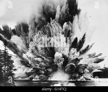 Ripple Rock explosion in Seymour Narrows, British Columbia, April 5th, 1958. The largest non-atomic blast set off - Stock Photo