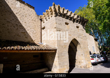 Porte médiévale Village de Cucuron Luberon Vaucluse Provence France 84 - Stock Photo