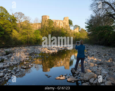 Barnard Castle, Teesdale, County Durham UK.  Monday 9th May 2016. UK Weather.  A beautiful warm evening in Northern - Stock Photo