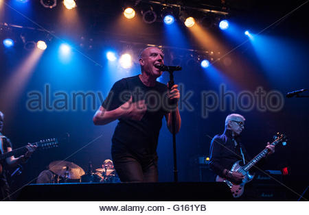 Toronto, Canada. 8th May, 2016. Holy Holy, L-R on stage, Saxophone and guitar: Jessica Lee Morgan, Vocals: Glenn - Stock Photo