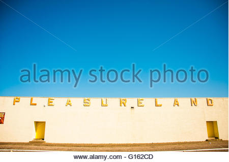 Arbroath, Scotland, UK. 9th May 2016. UK Weather, Sunshine in Scotland, Pleasureland Arbroath, Scotland was expected - Stock Photo