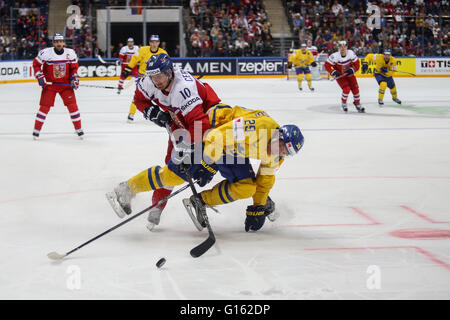 Moscow, Russia. 9th May, 2016. Roman Cervenka (front L) of the Czech Republic vies with Erik Gustafsson of Sweden - Stock Photo
