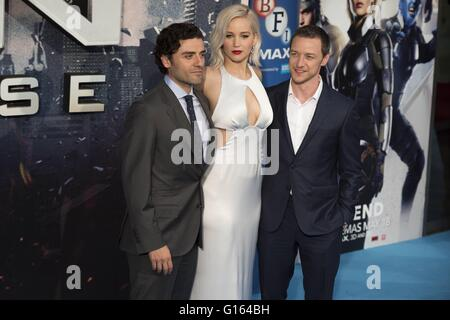 London, UK. 09th May, 2016. Jennifer Lawrence, James McAvoy (right) and Oscar Isaac (left), Global Fan Screening - Stock Photo