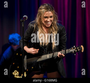 Los Angeles, California, USA. 09th May, 2016. Singer/songwriter RACHEL PLATTEN discusses h er career and performs - Stock Photo