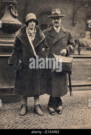 Photograph of Katia and Thomas Mann, Berlin, dated 1929. Thomas Mann (June 6, 1875 - August 12, 1955) was a German - Stock Photo