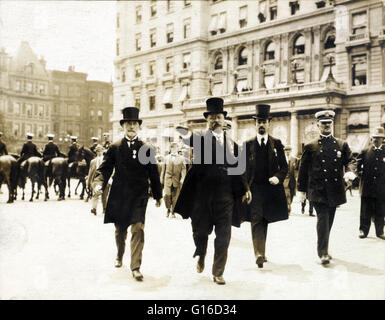 Theodore Roosevelt walking in a homecoming parade with New York City Mayor William Gaynor and Cornelius Vanderbilt, - Stock Photo