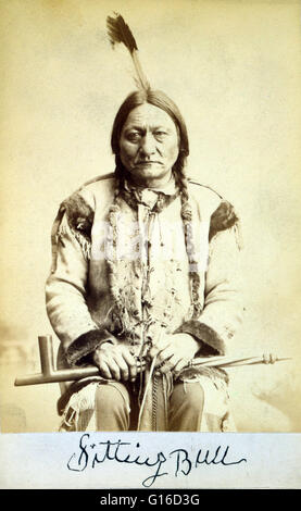 Sitting Bull, holding peace pipe, photographed and published by Palmquist & Jurgens, 1884. Sitting Bull (1831 - - Stock Photo