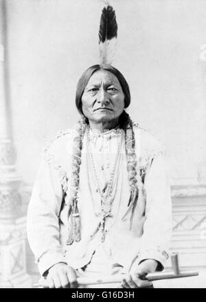 Sitting Bull, holding peace pipe, photographed by D.F. Barry, 1885. Sitting Bull (1831 - December 15, 1890) was - Stock Photo