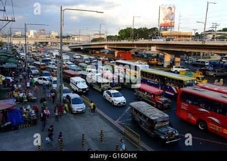 PHILIPPINES, Manila, heavy traffic in Quezon City during rush hour / PHILIPPINEN, Manila, Verkehr in Quezon City - Stock Photo