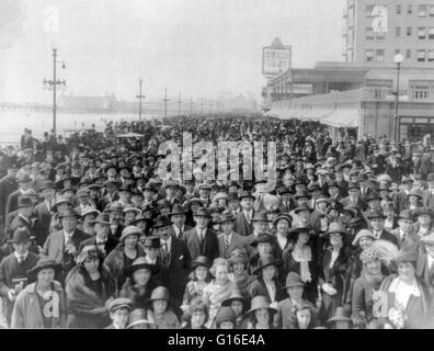 Entitled: 'Easter parade on the boardwalk, Atlantic City, New Jersey' shows an enormous crowd, spanning the length - Stock Photo