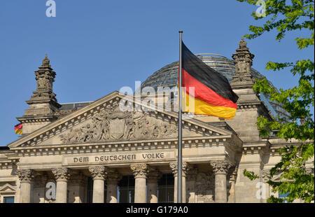 Giebel, Reichstag, Tiergarten, Berlin, Deutschland - Stock Photo