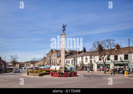Market Day in High Street, Skipton, North Yorkshire, looking south from the War Memorial. - Stock Photo