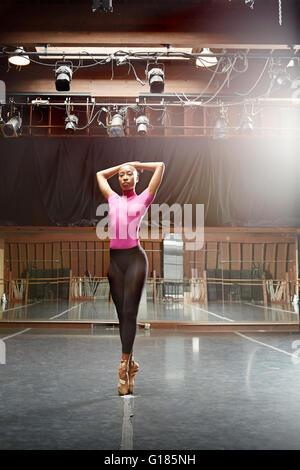 Ballet dancer standing en pointe - Stock Photo