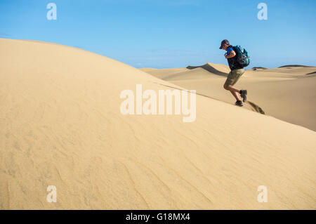 Trail runner training for desert ultra marathon on coastal sand dunes at Masplamoms on Gran Canaria, Canary Islands, - Stock Photo