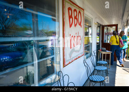 BBQ Inside sign on front porch entrance to the famous Loveless Motel & Cafe's 'Hams & Jams' Country Market in Nashville, - Stock Photo