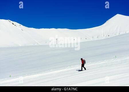 Eurasia, Caucasus region, Georgia, Gudauri ski resort, snowboarder - Stock Photo